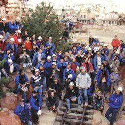 Phoro de groupe Chantier Frontierland Disney pendant la construction